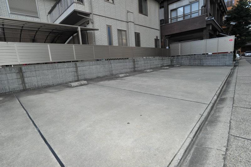 正面駐車場